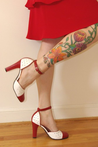 Flowers Tatoo in tle Leg