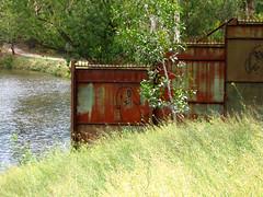 bunneh (Jellibat) Tags: bunny rust collingwood gates walk australia melbourne yarra abbotsford eall