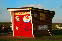 The Welcome Hut (luns_spluctrum) Tags: uk red sea england island icecream essex canveyisland canvey welcomehut canveyonsea