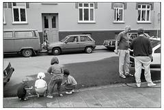 IMG_9097_ (lindgren2005) Tags: om1 35mm street barn kids car audi mercedes vw helsingborg sweden wrangelsgatan