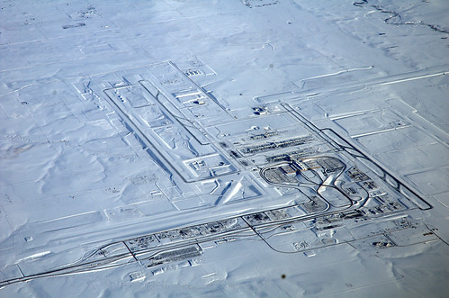 denver airport snowed in