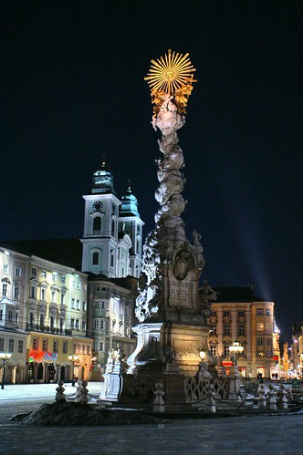 "Linz - Hautplatz • <a style=""font-size:0.8em;"" href=""http://www.flickr.com/photos/26679841@N00/333075098/"" target=""_blank"">View on Flickr</a>"