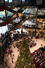 Mall of America Christmas (1) (Poppyseed Bandits) Tags: christmas minnesota mallofamerica moa bloomington rebelxt takenbyjeff winterbreak0607