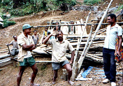 Kora Diggings (Mangiwau) Tags: new gold guinea highlands pacific leg mining corporation stump png papua ethnic hagen miner indigenous amputation amputee yonki artisinal portmoresby amputated rabaul wau madang goroka pacifique amputate barrick lae guinee oceanie ethnique alotau morobe papouasie papouasienouvelleguinee kainantu bilimoia agarabi nouvelleguinee