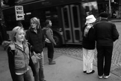 (Paradise.Found) Tags: seattle girls white bus hat photographer bricks streetphotography bodylanguage oneway streettogs miltongarrison