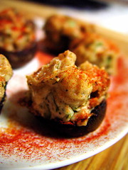 Mushrooms Stuffed with Herbed Bread and Cream Cheese
