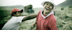 Playing Around (Luis Montemayor) Tags: playing smile field mexico kid campo sonrisa nio myfavs jugando morelos sugarcane caa 235