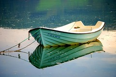 The white boat (Ignacio Lizarraga) Tags: winter white reflection blanco boat bravo nikond50 reflejo invierno bote zyber abigfave superaplus