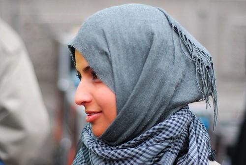 フリー画像| 人物写真| 女性ポートレイト| アジア女性| スカーフ| 横顔| イラク人|     フリー素材|