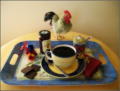 Le temps d'une pause (ginger_starlette) Tags: tasse caf biscuits cabaret coq cuillre djeuner confiture collation sucrier pausecaf