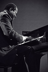 Oscar Peterson (Tom Marcello) Tags: photography cool piano jazz jazzmusic jazzmusicians jazzconcert livejazz oscarpeterson jazzplayers jazzphotos jazzphotography jazzphotographs tommarcello