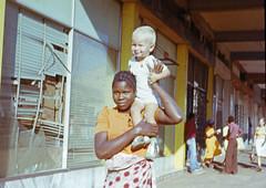 Begegnung auf einer Straße in Maputo
