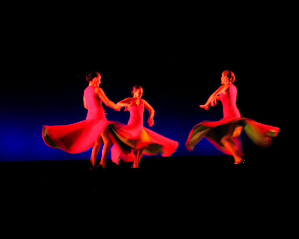 عکس زنان زیبا در حال رقص سنتی عکس زیباترین دختردنیا,عکس زن زیبا,عکسهای زیباترین زنان دنیا،