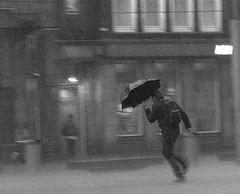 amsterdam (wojofoto) Tags: amsterdam bw blackandwhite globalweather wojofoto dam regen rain zw run wolfgangjosten stadsarchief straatfoto streetphoto zwartwit monochrome people mensen