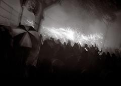 Correfoc. Festa Major de Tei, Noviembre 2005 (singlecoated) Tags: barcelona blackandwhite bw blackwhite noiretblanc trix nb diafine correfoc 2007 noirblanc dimonis bessat tei singlecoated taffer festamajordetei voitglnderbessat
