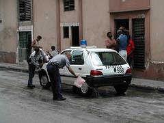 Police washing car_Cuba 289