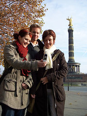 3_tourists_at _victory_column_256x341