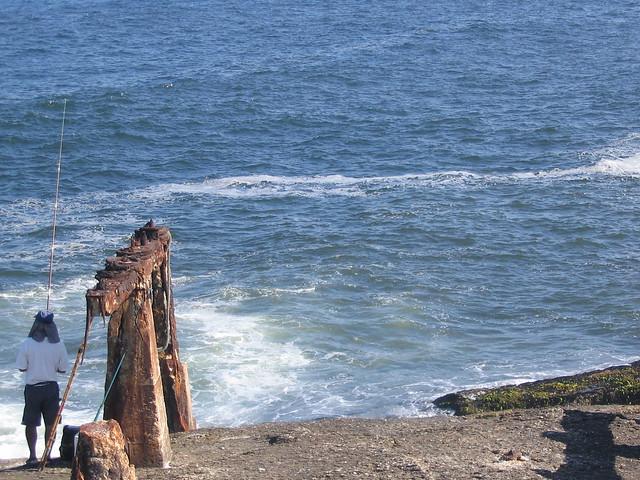Sombrinha para o pescador no Forte de Copacabana by _ d Claudio Lara d
