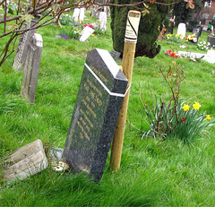 temporary supports for headstones