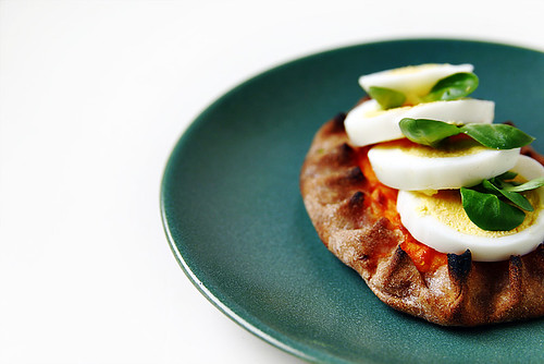 Karelian carrot pasty w/egg