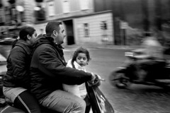 Napoli 2004 (marco_palomar) Tags: leica vespa bambini summicron napoli 40 cl leicacl bnvitadistrada contest4fotografiaanalogicaitalia senzacasco