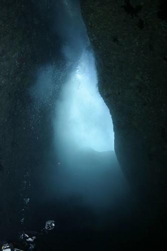 《聖堂光輝》天井裡,由海浪造成煙霧一般的「水氣」