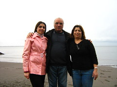 "sahba with dad and mom • <a style=""font-size:0.8em;"" href=""http://www.flickr.com/photos/70272381@N00/334608058/"" target=""_blank"">View on Flickr</a>"
