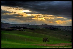 Bagnolo (otrocalpe) Tags: sun dark italia campagna campagne recanati hdr marche bagnolo ricciola bagnola marchigiane otrocalpe