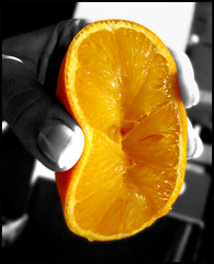 !! Squeeze !! (capsicina ) Tags: bw orange fruit juice squeeze arancio vitamina succo frutto polpa