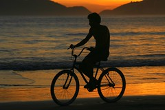 Man riding bike at the beach at sunset (Ricardo Carreon) Tags: sunset people man praia beach topf25 bike bicycle silhouette brasil movement saopaulo topv1111 topv999 bicicleta playa silueta homem hombre guaruja kakadoo challengeyouwinner anawesomeshot platinumheartaward