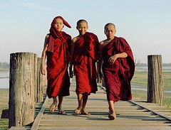 The Good, the Bad, and the Ugly (Tranuf) Tags: bridge red 3 rouge burma monks pont myanmar tek moines amarapura ubein birmanie abigfave tekwood