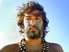 hippie sujo (Tango Jack) Tags: wild shirtless portrait selfportrait color colour men me digital self sand areia retrato autoretrato feather posed eu sunny dirty seeds dirt hippie pena autorretrato sementes cor homens sujo sujeira selvagem posado ensolarado semcamisa