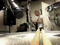recording snare (Rodrigo Parás) Tags: sticks drum record microphone snare shure sm57