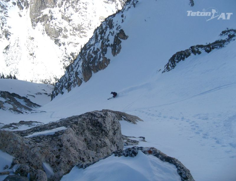 Fun turns in the upper couloir