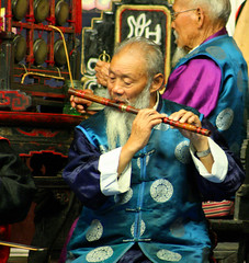 Naxi flute musician (Ingiro) Tags: china musician music interestingness interesting concert traditional flute yunnan cina lijiang naxi ingiro blueribbonwinner interestingness6 i500 travelerphotos goldenphotographer