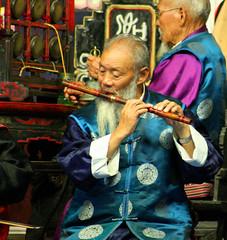 Naxi flute musician (Ingiro) Tags: china musician music interestingness interesting concert traditional flute yunnan cina lijiang naxi ingiro blueribbonwinner interestingness6 i500 travelerphotos goldenphotographer