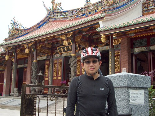 剛翻新過的劍潭「古」寺