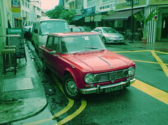 Alfa Romeo? (GenkiGenki) Tags: road red car vintage se singapore sonyericsson 2006 alfaromeo boatquay shophouse k800i hrs3 iremembersg