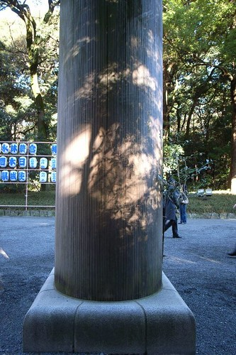 shadow on the pillar