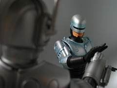 Cybermen vs RoboCop (stasiuwong) Tags: macro television movie toy actionfigure chinese doctorwho british sciencefiction drwho 16 cyborg cyberman robocop cybermen hottoys sixthscale characteroption 6thscale