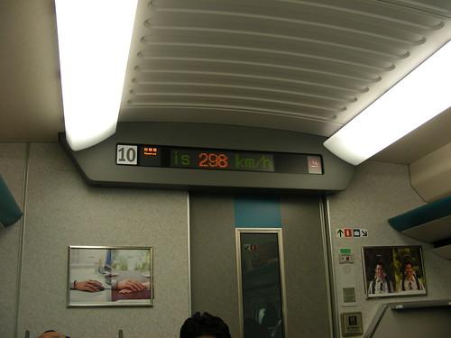 車廂LED顯示時速298km