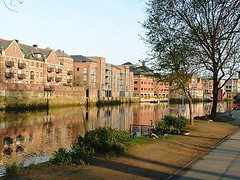 York - River Ouse - flats for the elderly (Pablo York) Tags: york travel england europe roman britain yorkshire viking ouse jorvik engeland historie geschiedenis eboracum grootbritannie