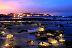 Rocks of Gold (Dave G Kelly) Tags: longexposure nightphotography pink blue ireland light sunset pordosol sea sky howth dublin costa mer lightpainting reflection beach water gua night clouds canon dark landscape 350d lights evening coast mar interestingness twilight rocks eau meer wasser europa europe tramonto mare nocturnal dusk torch flashlight coastline canoneos350d luminous dalkey dublino irlanda irlande kste exposio  puestadelsol coucherdusoleil killiney shankill thesource  langebelichtung littoral exposicinlarga   exposiolonga irlandia kstenlinie 1855lens i500     ctedeaudemer davegkelly