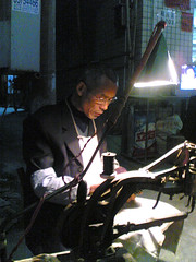 shoemaker (jobarracuda) Tags: china phonecam nokia worker huojie jobarracuda
