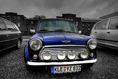 Raindrops on a  Mini Cooper (Hans van Reenen) Tags: auto reflection car reflections cutout germany deutschland fav20 voiture coche raindrops minicooper fav30 hdr raindrop niederrhein kleve pkw fav10 bluereflection 20070213