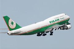 EVA AIR B747-400 B-16461 (Lin.y.c) Tags: plane airplane fly aviation air taiwan planes boeing 747 b747 tpe evaair b747400 b744 b16461 20070212