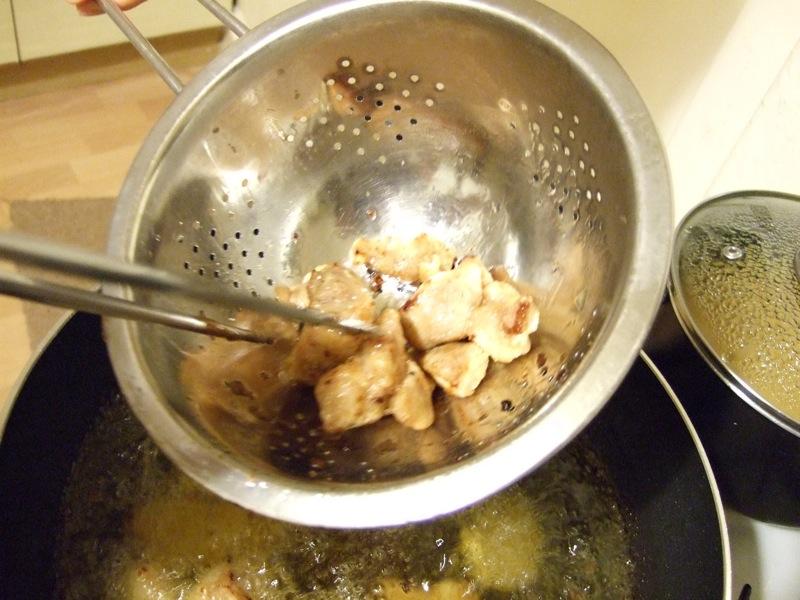 起油鍋的排骨酥