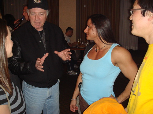 Steve Wennerstrom talking to pros Amanda Dunbar and Mimi Jabalee and Genex