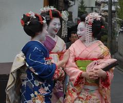 Kyoto: Kiyomizudera (micpohling) Tags: japan temple kyoto dragon tourist maiko geiko geisha rite kiyomizudera d40 nikond40