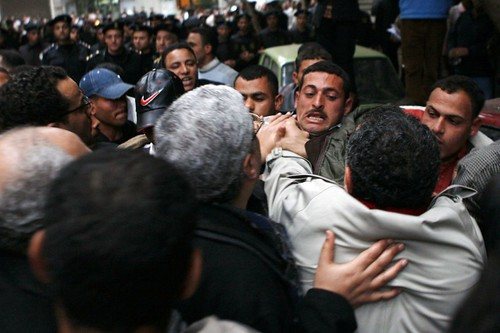Kefaya activists clash with plainclothes police thugs (Pic by Amr Abdallah)